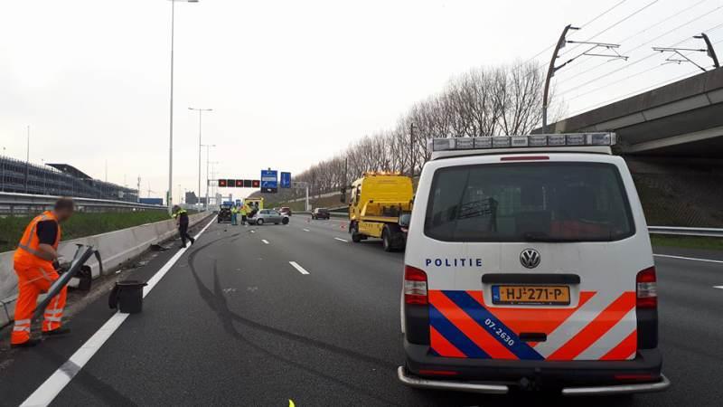Dronken bestuurder botst op betonnen barrier