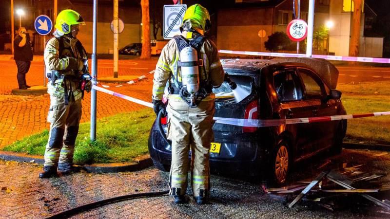 Een gewonde bij verschillende voertuigbranden