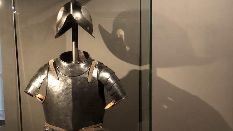 Borstharnas en helm in bruikleen Museum Den Briel