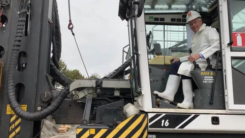 Wethouder geeft startsein bouw M.H.Trompstraat