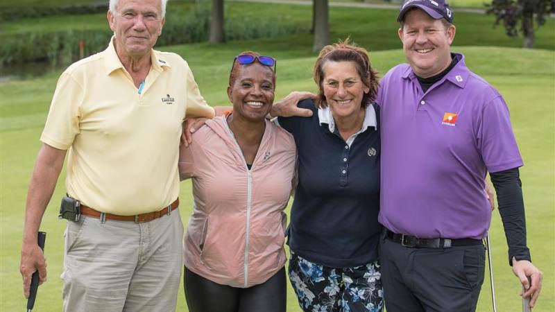 Bekende Nederlanders golfen € 15.000 bijeen