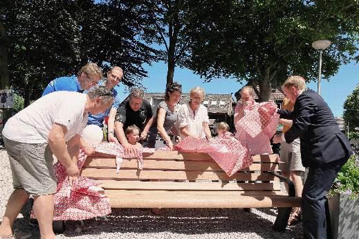 Dorpsplein Oostvoorne feestelijk geopend