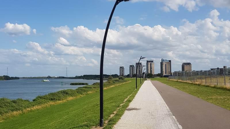 Nieuwe verlichting op de Maasboulevard