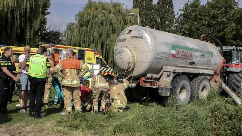 Chauffeur bekneld onder hydraulisch systeem