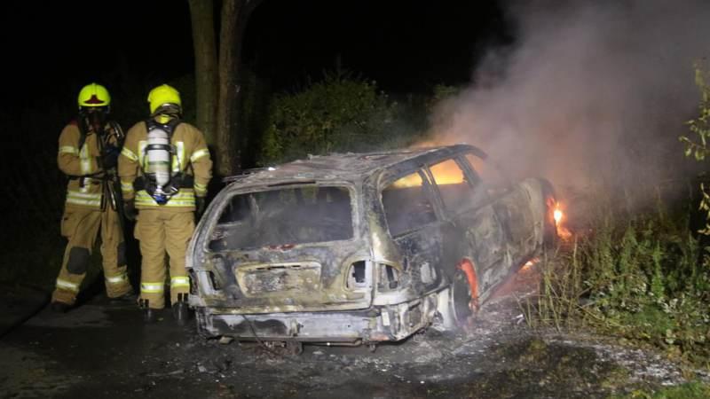 Auto brandt volledig uit in Geervliet