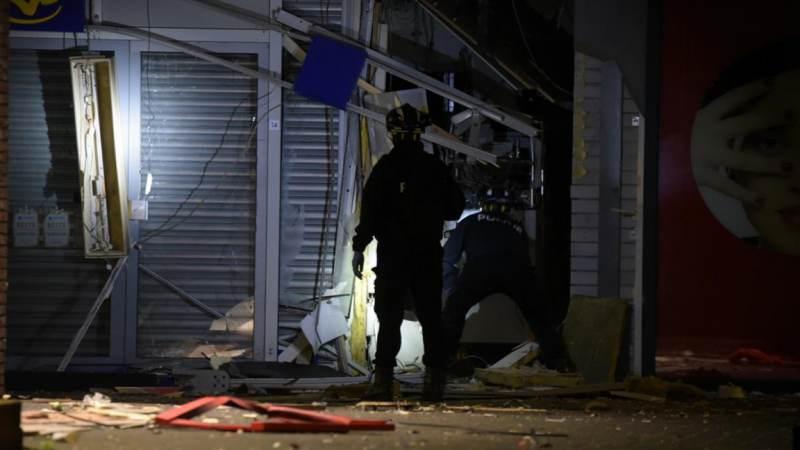 Winkelcentrum en woningen ontruimd na plofkraak