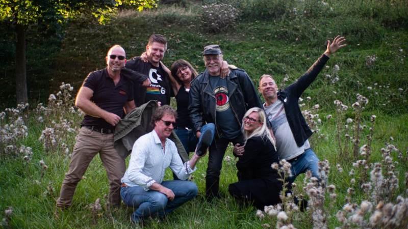 Rockband brengt lokale zangers bijeen