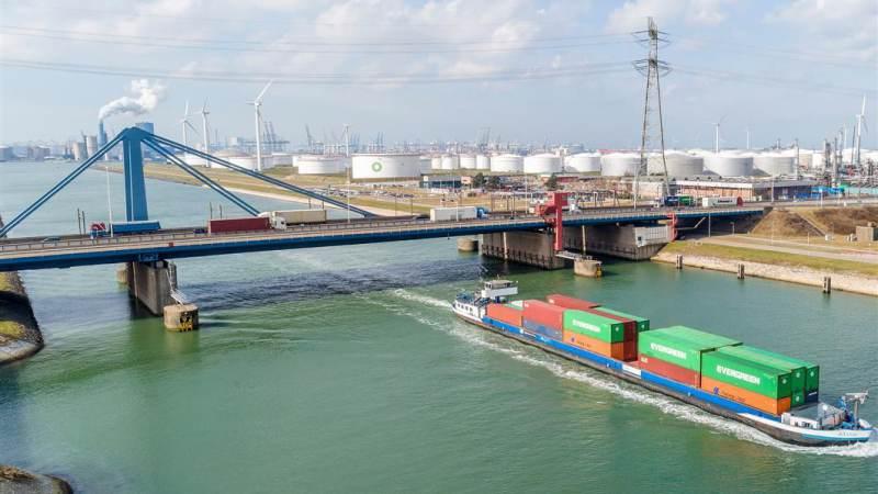 Werkzaamheden aan de Suurhoffbrug (A15)