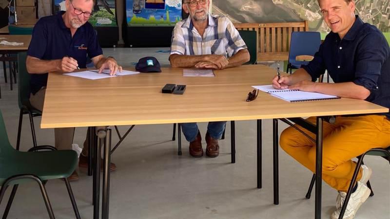 Fluisterboot De IJsvogel overgedragen aan stichting
