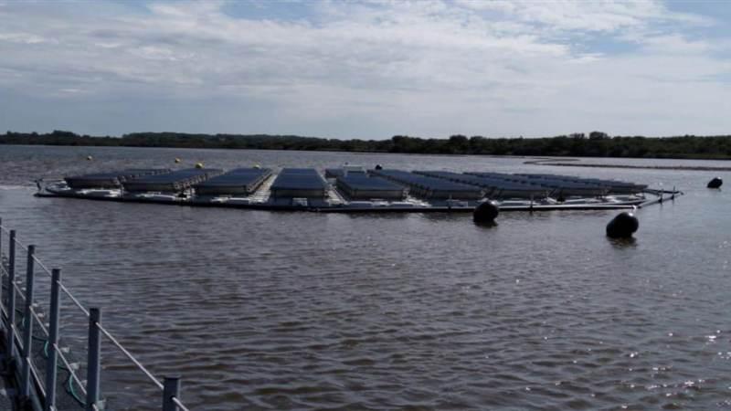 Bouw testvelden zonnepanelen op water