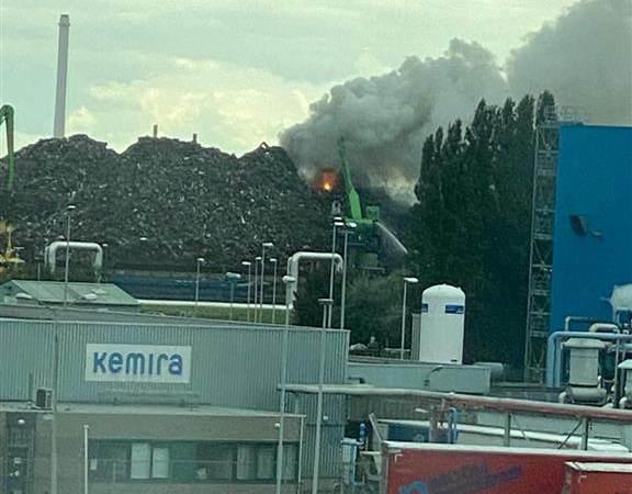 Brand bij metaalbedrijf in de Botlek
