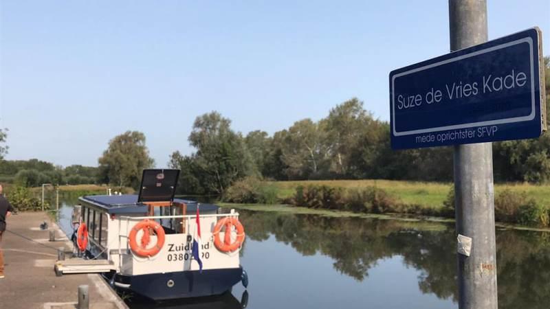 Kade fluisterboot heet nu Suze de Vrieskade