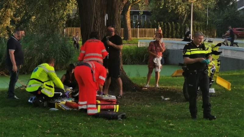 Jongetje gewond na val uit boomhut