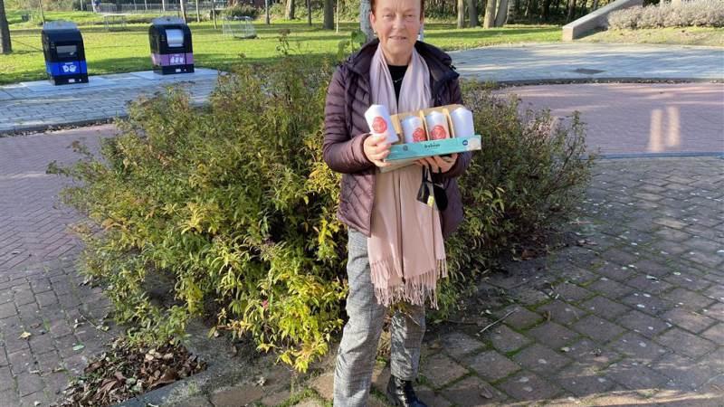 PvdA bezorgt kaarsen bij oudere leden