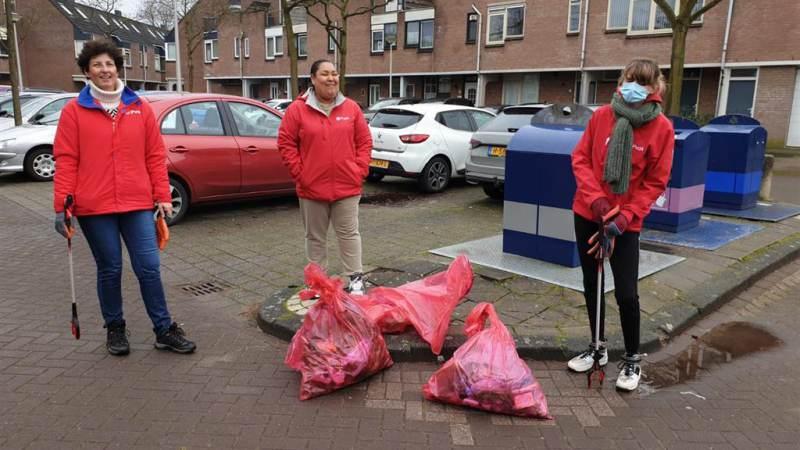 PvdA houdt schoonmaakactie in de Gildenwijk